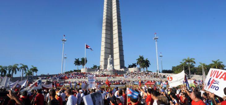 Z rąk do rąk. Trudna historia Kuby